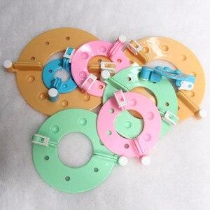 Image 4 - 8 adet 4 Boyutları pom pom üreticisi Plastik Ponpon Seti Yonca Kabartmak Topu Weaver Iğne Zanaat Örgü Aracı DIY Dikiş araçları Renk Rastgele