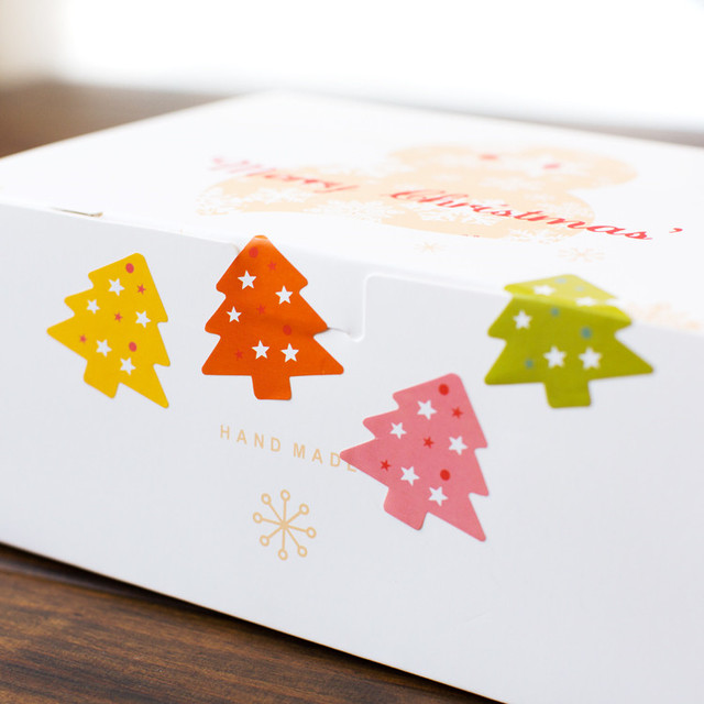 400pcs Colorful Merry Christmas Tree Kraft Paper Sticker Label Seal Envelope Gift Box Wrapping Craft Baking