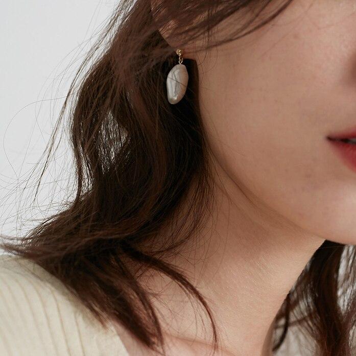 AOMU-Korea-Design-Metal-Gold-Geometric-Irregular-Circle-Square-Natural-Freshwater-Pearl-Stud-Earrings-for-Women (1)