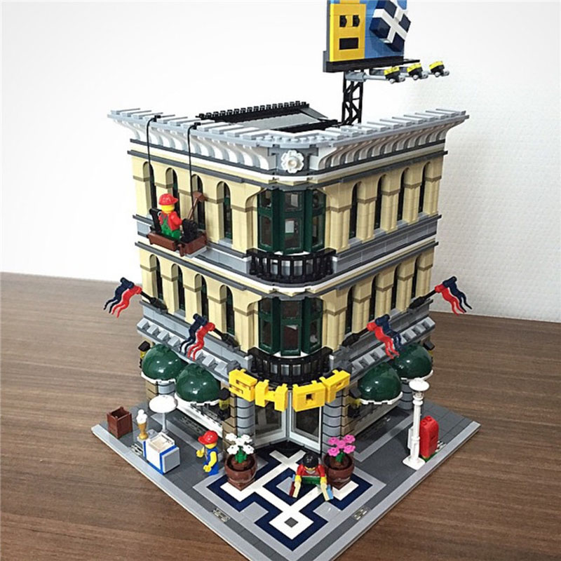 Creator Expert City Street View 84005 2232PCS Grand Emporium ชุดบล็อกอาคารชุดอิฐเข้ากันได้ Legoinglys 15005 10211-ใน บล็อก จาก ของเล่นและงานอดิเรก บน   1