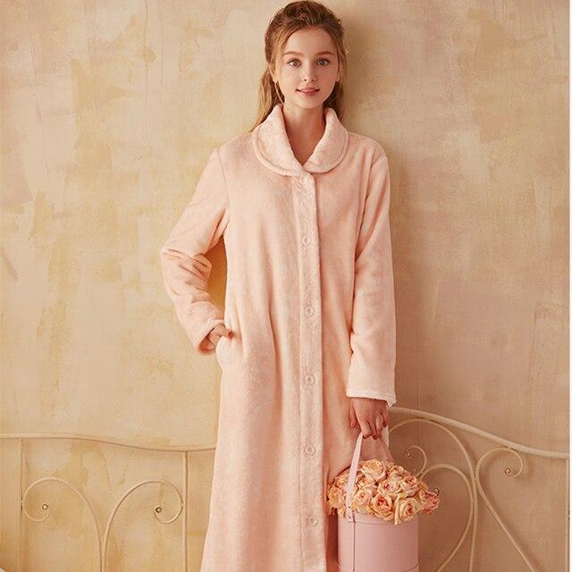 45473ea0b92f Elegante Abito Lungo Delle Donne Accappatoio Inverno Vestaglie Morbido Indumenti  Da Notte di Flanella Caldo Per La Signora Homewear Robe Alta Qualità