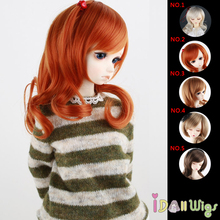 цены на New Arrival High Temperature Wire Muli-coloured Small Wave Curly Doll Hair Wigs with Skew Bangs for Pullip& 1/3 BJD Dolls  в интернет-магазинах