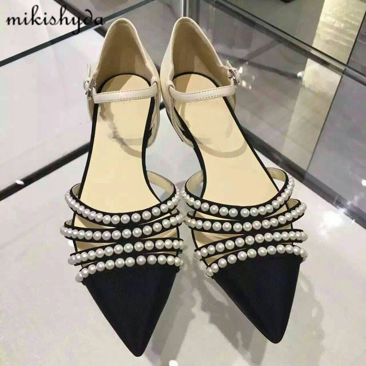 Women Elegent Pearl Sandal Ladies Designer Cut Out Flats Pointy Toe Strappy Summer Shoes Studded Gladiator Sandals Zapatos Para