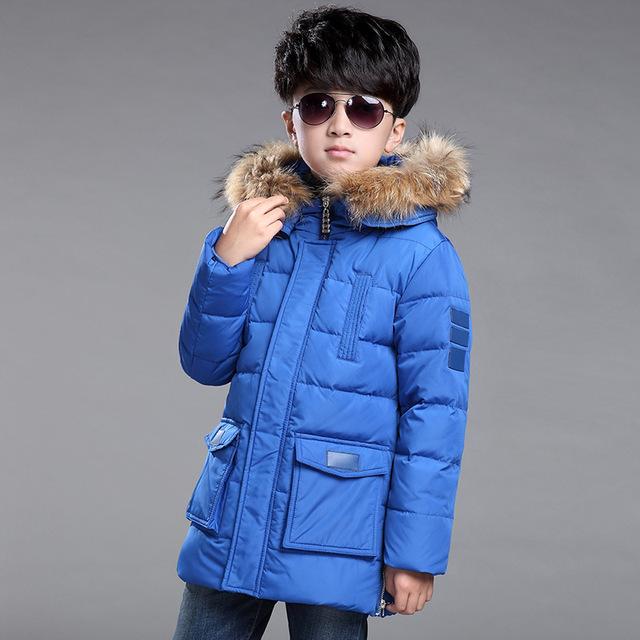 2017 de Invierno Nuevos Niños Abajo Chaqueta Larga Gruesa de Invierno Niño escudo Pato Abajo Niños Chaquetas de Invierno para Niño Prendas de abrigo de Pieles Collar