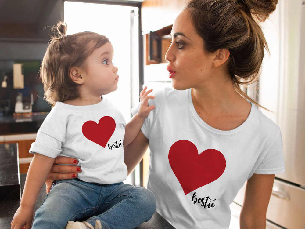 Camiseta con corazón a juego para mamá y yo, con aspecto familiar, camiseta con amor, camisetas para madre e hija, camisetas para mamá y niñas ropa