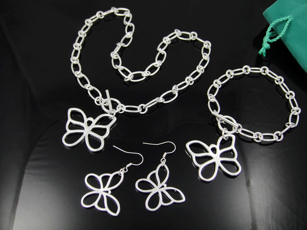 Free Shipping Wholesale Fashion Jewelry Set, Silver plated Necklace and Bracelet . Nice Jewelry. Good Quality  S3050