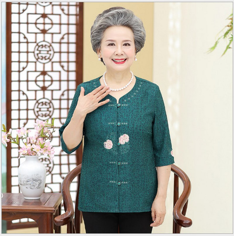 New Early Autumn 2018 Middle-aged And Old Women's Embroidered Shirt Elderly Mother Grandmother Tops Restoring Ancient Ways