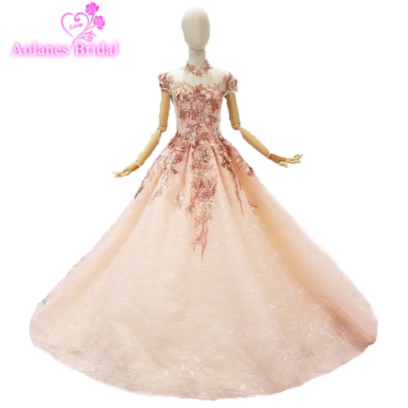 Longue robe de fiançailles en dentelle