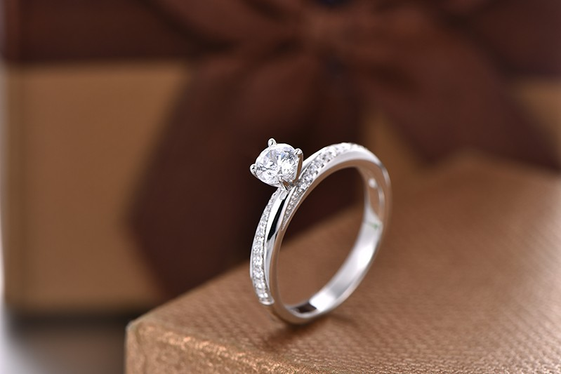 simulated diamond solitaire ring with white gold plated  DL94320A (4)
