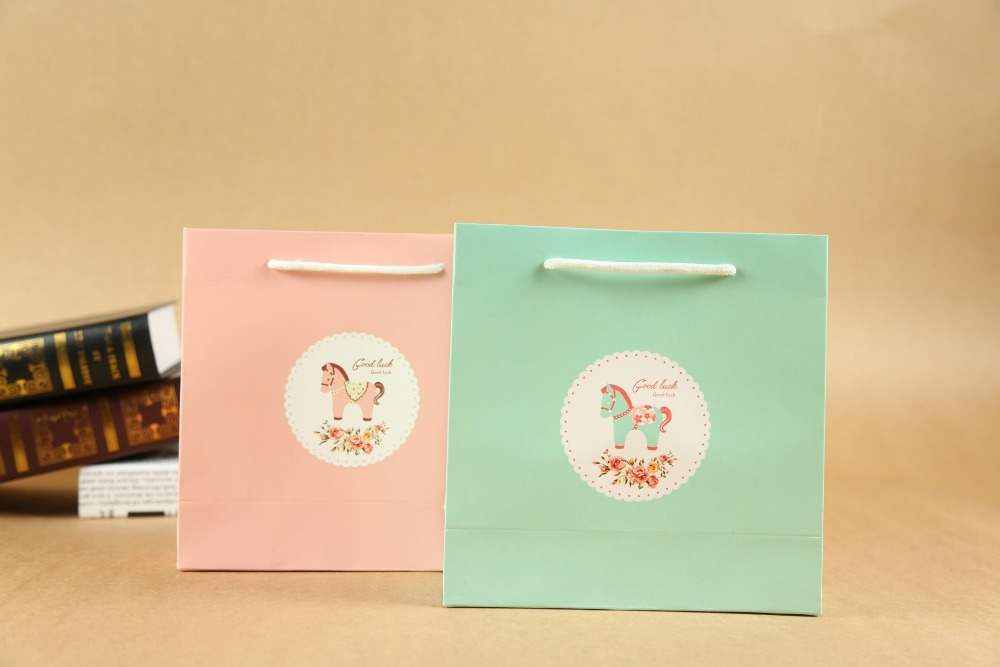 high quality babygirl gift paper bag wholesale/25x33x8cmWedding Decoration Clothes Paper Bag With Handle Party Favor Candy 25 33 8cm kraft paper gift bag festival paper bag with handles fashionable jewellery bags wedding birthday party