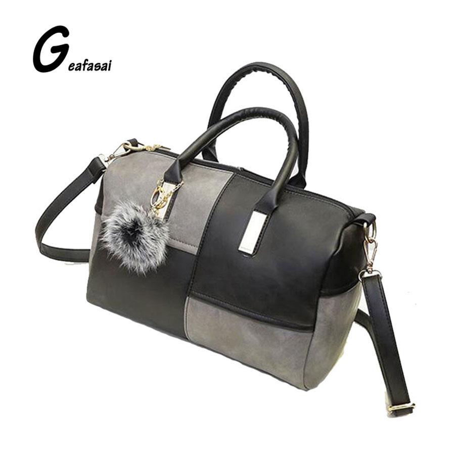 Prix pour Dame pochette dames petit oreiller sac à bandoulière PU sac à main en cuir pour femmes dame femelle patchwork rouge et gris et noir boule de fourrure