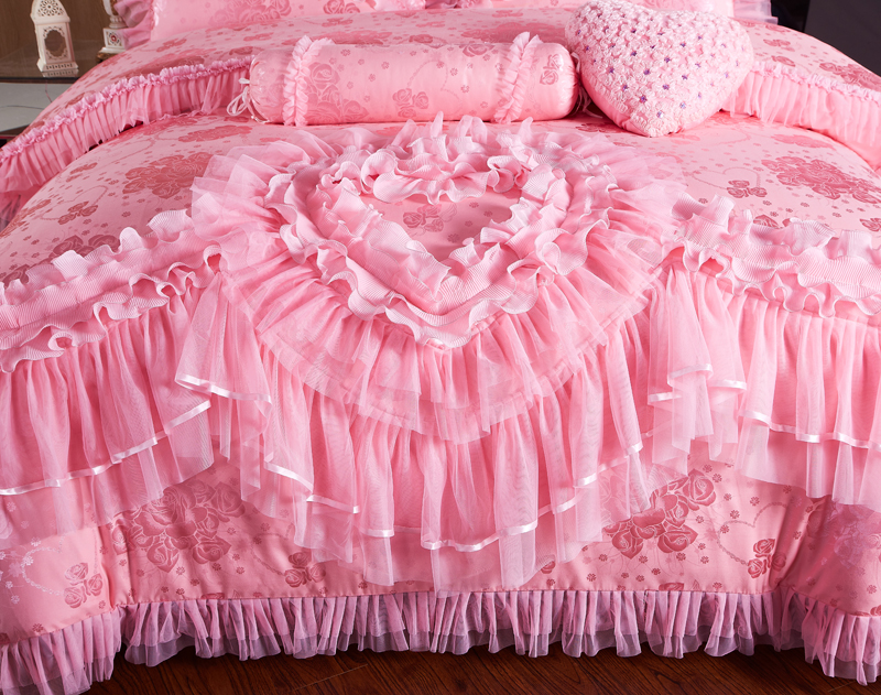 Image 2 - Pink Lace Princess Wedding Luxury Bedding Set King Queen Size Silk Cotton Stain Bed set  Duvet Cover Bedspread Pillowcase-in Bedding Sets from Home & Garden