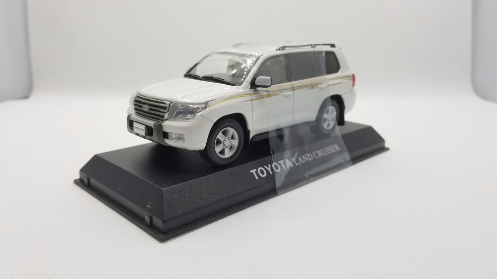 1:43 Diecast Model for Toyota Land Cruiser 200 LC200 White SUV Alloy Toy Car Miniature Collection Gifts цена и фото
