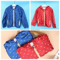 Bán buôn và Retail mùa thu bé trai áo thể thao thời trang áo khoác lông trẻ em polka dot áo khoác áo màu đỏ và màu xanh Jacket Vận chuyển miễn phí