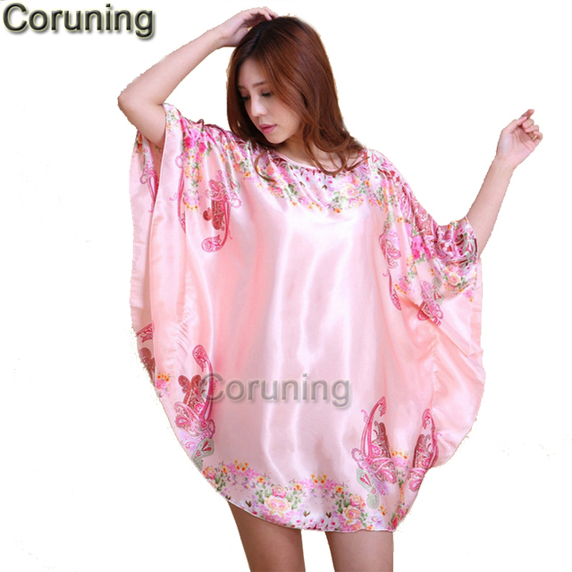 89af9e50ef5 RB028-D-t-Sexy-chemise-de-Nuit-En-Soie-Sleepshirts-Femmes -Court-manches-Salon-de-v.jpg 640x640.jpg