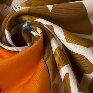 Image 5 - 2020 Joker Große Größe Platz Seide Bandanas Frauen Mode Twill Giraffe Schal Schal Animal Print Großen Bandanas Großhandel 130*130CM