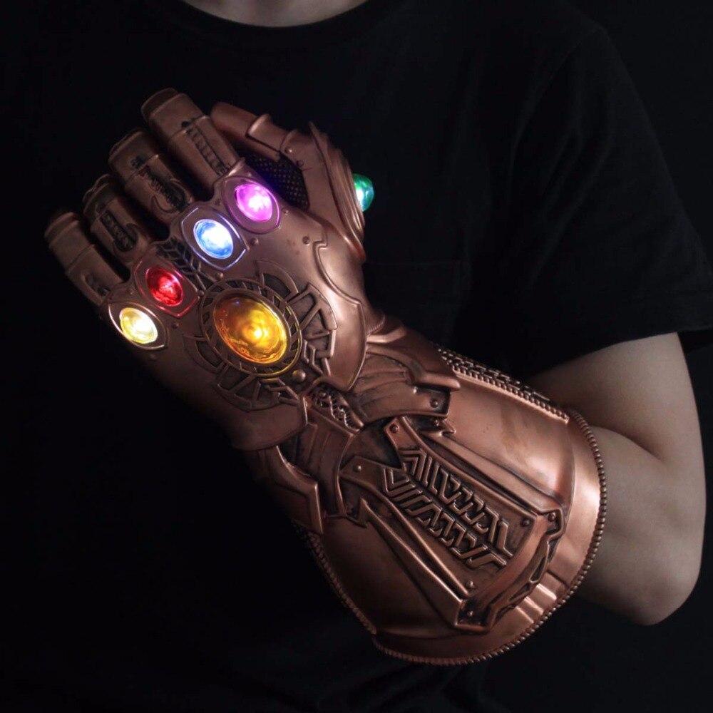 HA CONDOTTO LA Luce Thanos Infinity Gauntlet Avengers Infinity War Cosplay LED Guanti IN PVC Action Figure Giocattoli di Modello del Regalo di Halloween oggetti di Scena