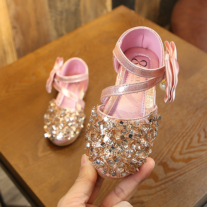 Kids 2019 New Summer Sequined Princess Shoes For Girls Baby Flat Bow Sandals Shoes Children Hook Loop Fashion Shoes Size 21 36 in Sandals from Mother Kids