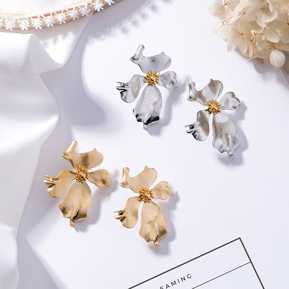 <font><b>2019</b></font> Europe Vintage Gold Silver Color Metal <font><b>Flower</b></font> Big Stud <font><b>Earrings</b></font> <font><b>For</b></font> <font><b>Women</b></font> Personality <font><b>Statement</b></font> Exaggerated <font><b>Earrings</b></font> Oorbel image