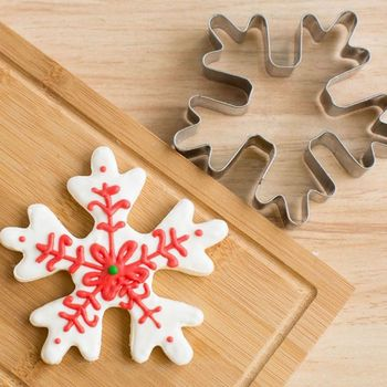 stainless steel snowflake shaped christmas cookie cutter tools and biscuit molds