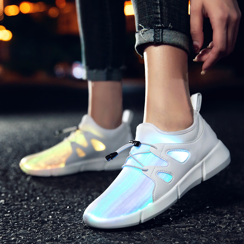 все цены на 2018 Black Fashion Children Breathable Sneakers With Light Sport Led USB Luminous Lighted Shoes for Kids Boys Casual Girls White онлайн