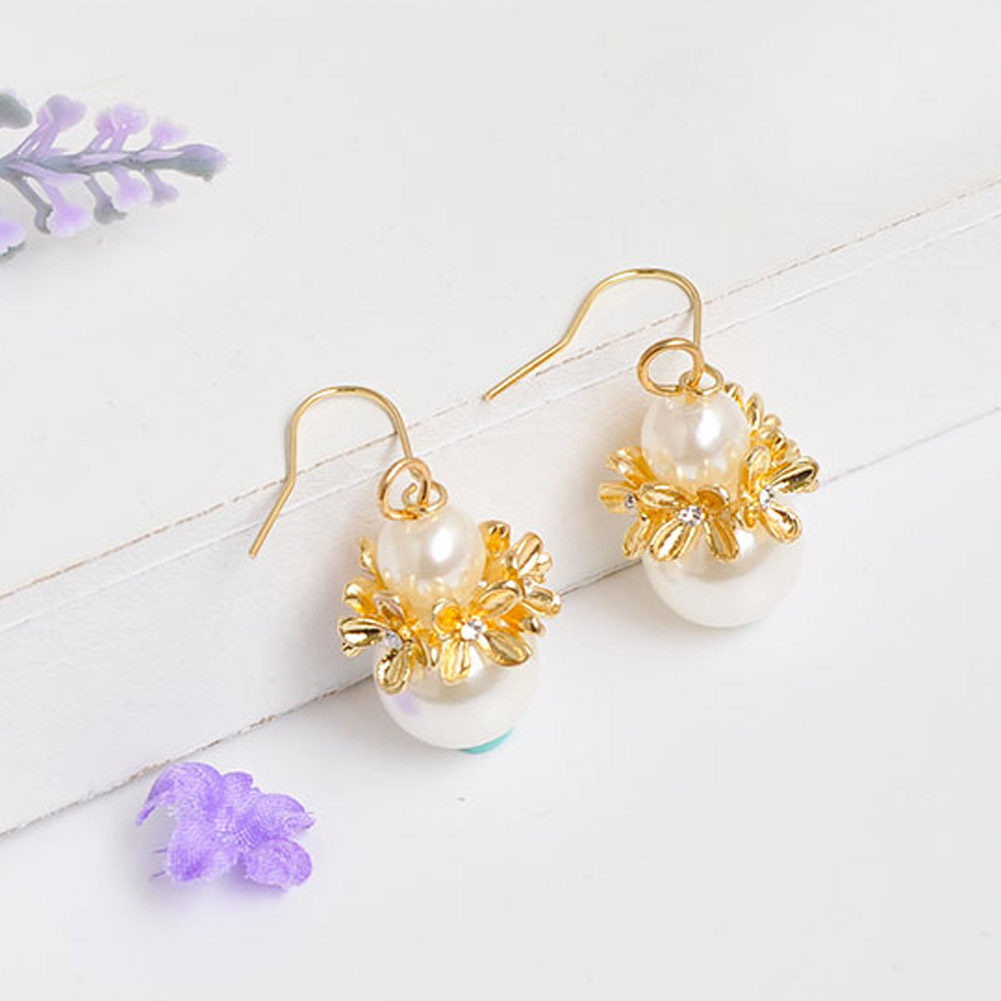 2017 new fashion Imitation Pearl gold color flower shape stud earrig high quality For Women