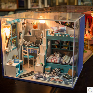 Free Shipping Diy Doll House Minature I and my friends Handmade household model Creative birthday gift