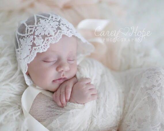 Ручной работы для Кружево капот с красивыми цветами Винтаж Стиль маленьких Кружево шапка Подставки для фотографий Baby Shower подарок