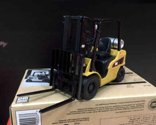 New Scale 1/25, Caterpillar Cat, P5000 Lift Truck, DIECAST MASTERS DM 85223