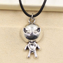 Colgante de plata tibetana con forma de Alien para mujer, collar, Gargantilla, cordón de cuero negro, joyería hecha a mano