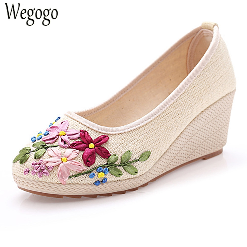 Chinese Vintage Women Pumps Slip On Natural Linen Floral Pumps Slope Heel Retro Cloth Canvas Soft Shoes Woman exotic chinese retro totem embroidery shoes woman canvas flat heel mules cool fish warping slip on slipper casual slides size 41
