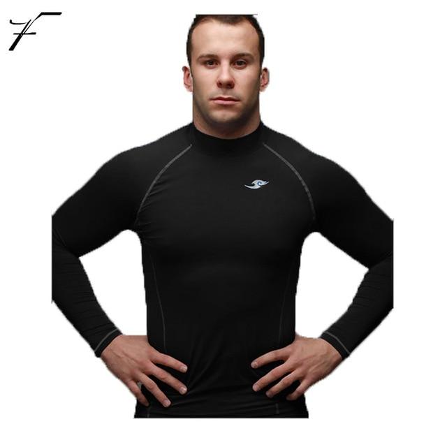 В обтягивающей спортивной одежде
