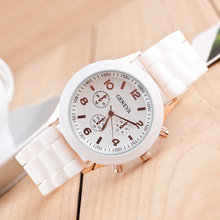 Unisex Casual Geneva Quartz watch 14color Analog wristwatches Silicone Sports Watches Women men