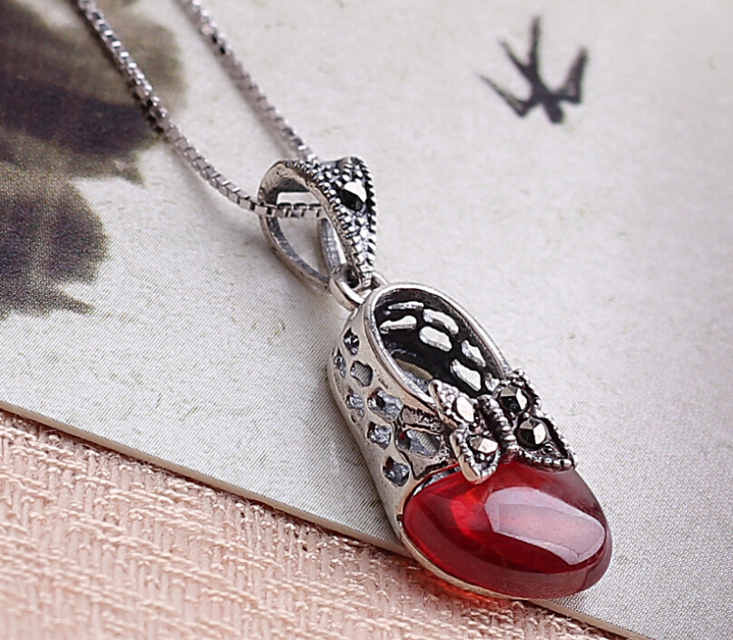Brand new sterling 925 silver red garnet necklace thai silver butterfly princess shoes chain necklace jewelry the new cat cat 925 sterling silver garnet necklace pendant jewelry wholesale brand ethnic fashion