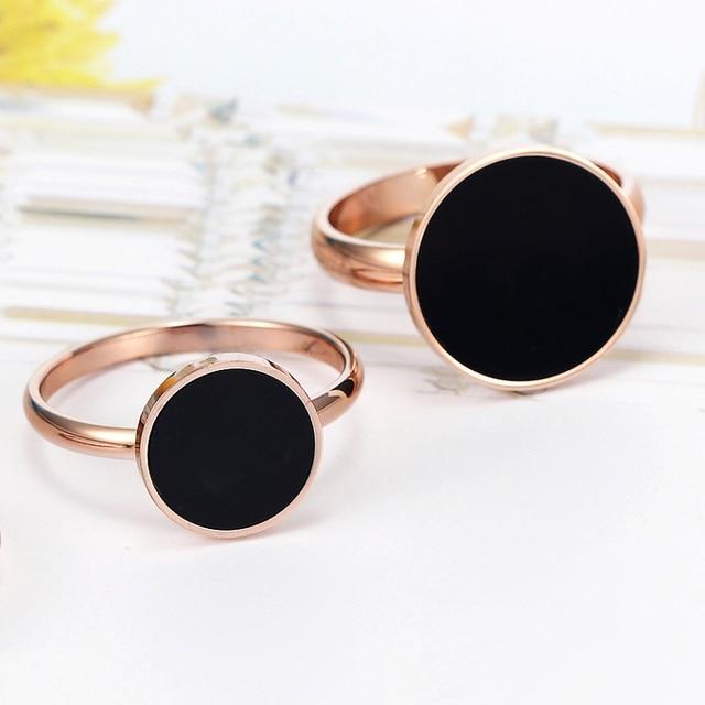 Женское кольцо из титановой стали с черной эмалью золотого и
