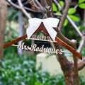 Último Nome De Madeira personalizado Nupcial Cabide, Cabide De Casamento Personalizado com Data e Nome, Rústico Cabide Vestido de Noiva,