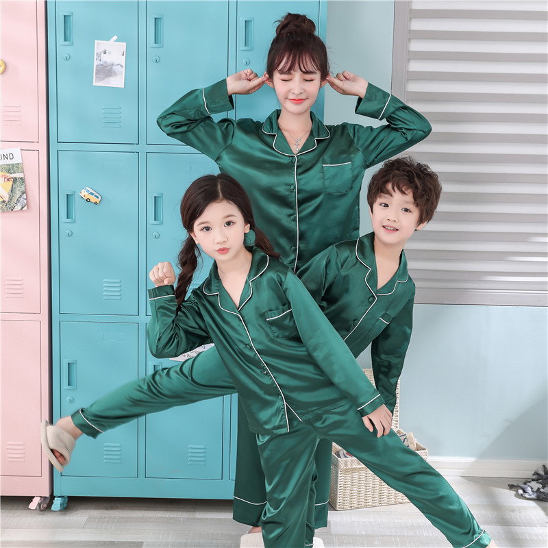 <font><b>Mother</b></font> <font><b>Daughter</b></font> Son <font><b>Pajamas</b></font> <font><b>Sets</b></font> 2018 Family Matching Clothes Fits Family Look Matching Fake Ice Silk Sleepwear Home Wear <font><b>Sets</b></font> image