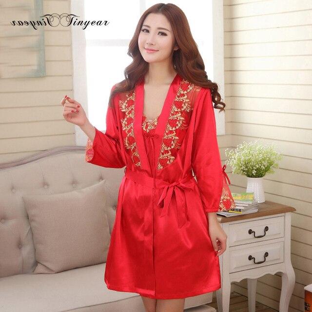 2016 Высокое качество длинные сексуальные шелковые одеяния для женщин цветочные вышивка v шеи из двух частей набор ночные рубашки красный цвет халат халат