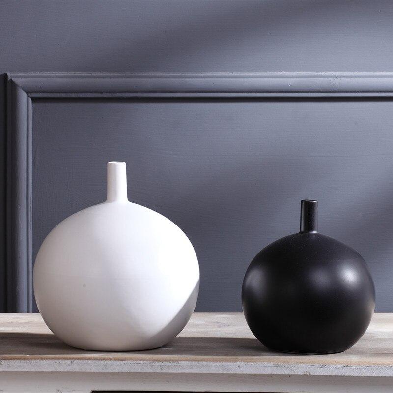 Scandinavian Style Pure White Black Vase Flower Pot Soft Decoration of Modern Ceramic Home Furnishing Matte Black and White