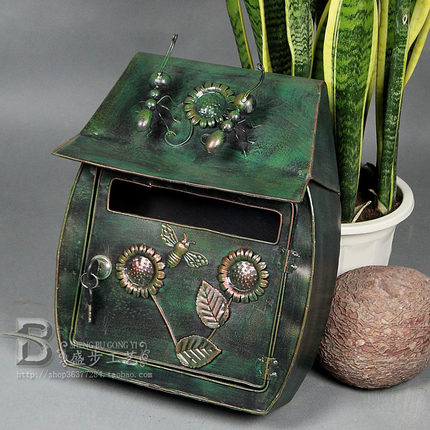 Garden Decor Villa Mailbox Green Ant Iron Mailbox Waterproof Home