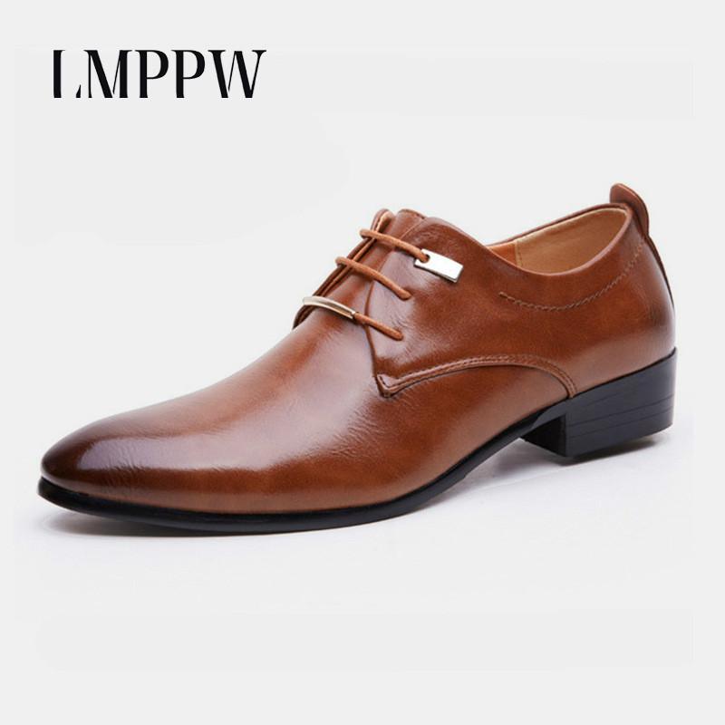 88e2c8312 novo 2018 Dos Homens de Couro Sapatos Da Moda Lace Up Sapatos de Casamento  Comercial Tamanho grande 48 Vestido Macio dos homens Sapatos Único Marrom  Preto ...