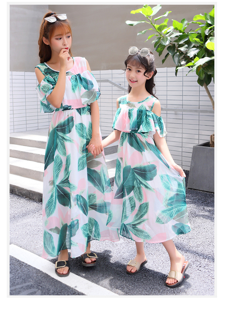 Mom Daughter Attire Household Matching Garments Household Look Mother And Daughter Gown Summer time Sleeveless Flowers Matching Outfits Matching Household Outfits, Low-cost Matching Household Outfits, Mom Daughter Attire Household...