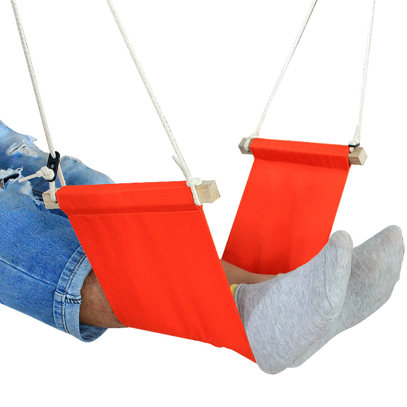 Relax your feet in a hammock and keep your feet in the most relaxed positionRelax your feet in a hammock and keep your feet in the most relaxed position