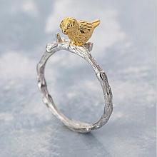 Кольцо Открытое из серебра 925 пробы с золотистыми птицами