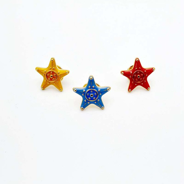 Free Shipping Cartoon Cute Starfish Five-pointed Brooches Pins Badge Charm  Costume Fashion Jewelry Wholesale For Women Gift cf17e3aa74cd