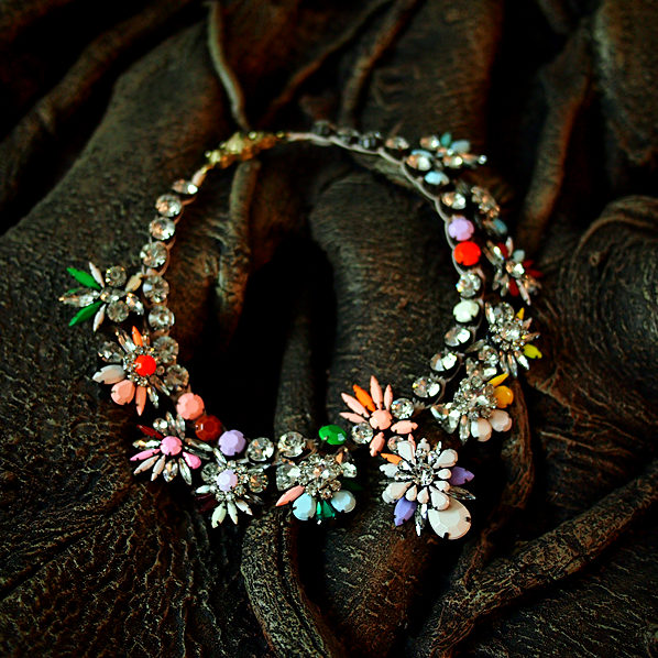 famous brand Residence new exaggerated zinc alloy flowers highest quality color rainbow statement Necklace girlfriend gift alloy fringe statement necklace