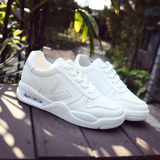 2019 Mulheres Da Moda Tênis de corrida de Rua Legal Malha Sneakers Mulher Air Sports Shoes Venda Quente Sapatos Tênis Branco de Boa Qualidade