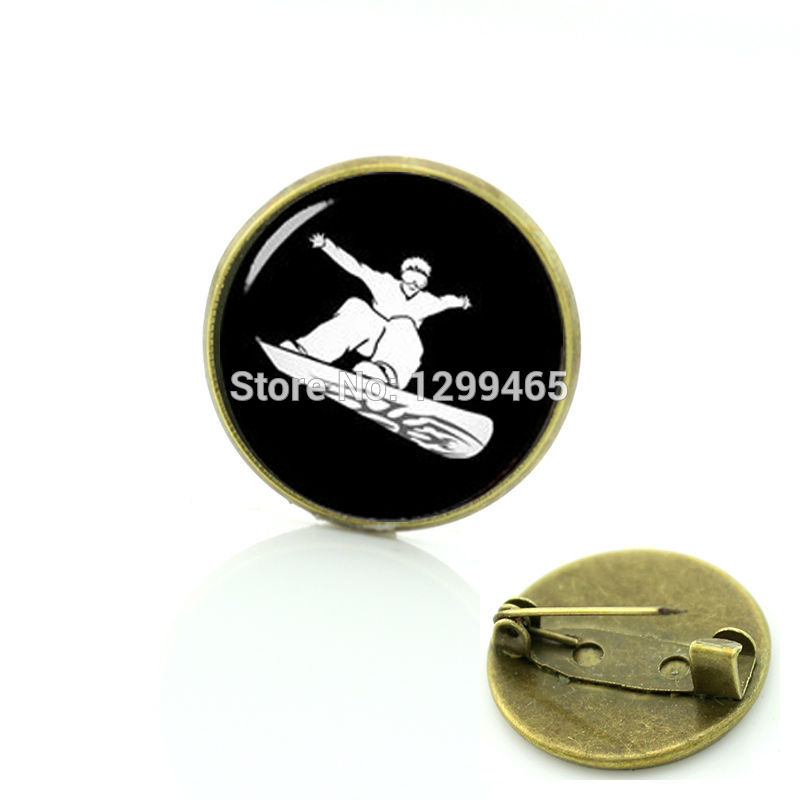 2017 Top Fashion Glass Snowboarding Brooches Promotion Snowboarder Pin Interesting Snowboard Sport Silhouette Badge C 1073