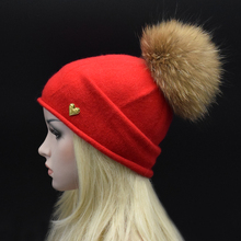 Марка Сплошной цвет шерстяные шапки для женщин зима подлинная енота меховые помпоны knited шляпы шапочка женский шляпа роскошный Натуральный Мех шляпа