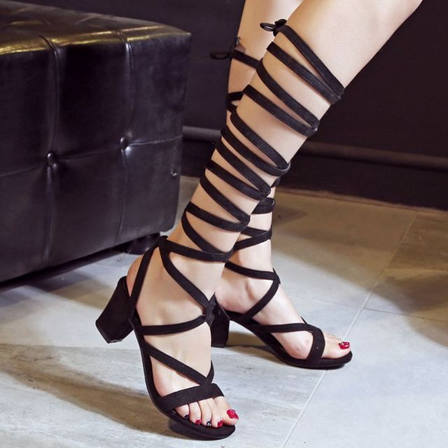 REAVE CAT Fashion sexy Hollow gladiator Cross tied Women casual sandals knee summer shoes Women sandals Black Brown Flock RL3326